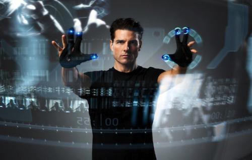 لقطة من فيلم الخيال العلمي Minorty Report تستعرض واجهة استخدام مستقبلية
